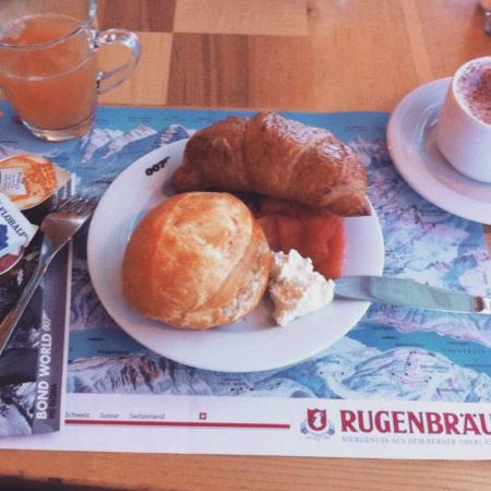 Bond breakfast